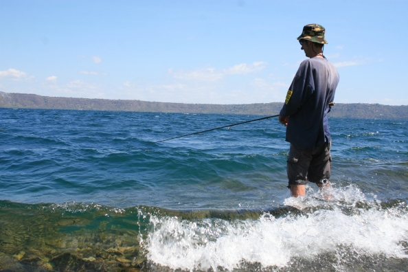 Apoyo, vissen op de vulkaan