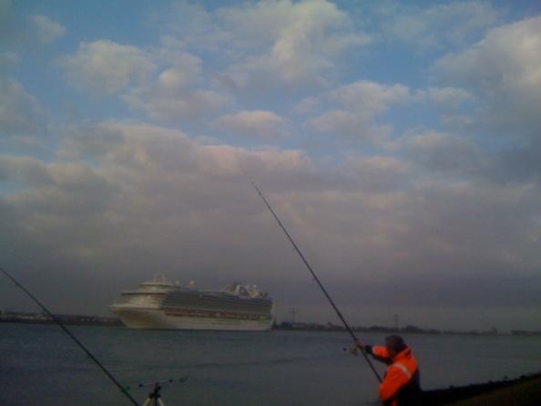Windje mee aan de waterweg, Eelco gaat voor de cruiseboot