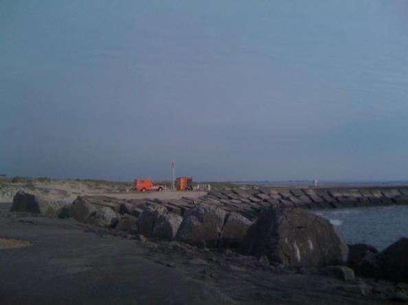 De pier gaat open, de vlag hangt slap