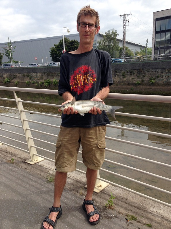 Na het oprapen toch nog even de 'man met vis'foto