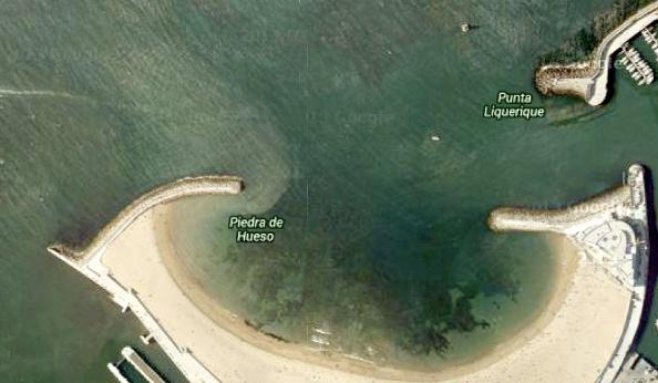 De piertjes en het veel rustiger strandje aan de westkant van de stad.