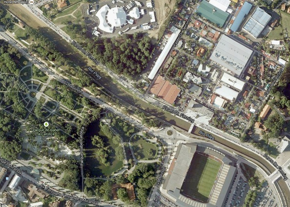 Het stadion van Sporting Gijon staat vlak naast de Rio Piles.